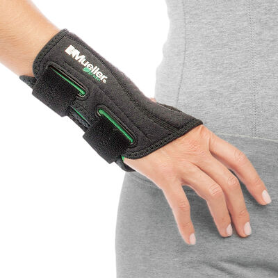 Mueller Right Hand Fitted Wrist Brace